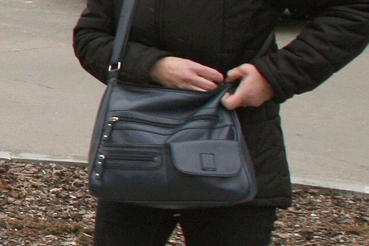 Tomu sa povie smola  Zlodej ukradol jednu kabelku 536085d4e88