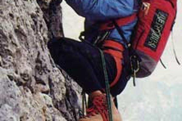 Hoci sa Reinhold Messner často negatívne vyjadruje o návaloch turistov vo veľhorách, vyslovil sa proti trestaniu nezodpovedných horolezcov a trekerov.