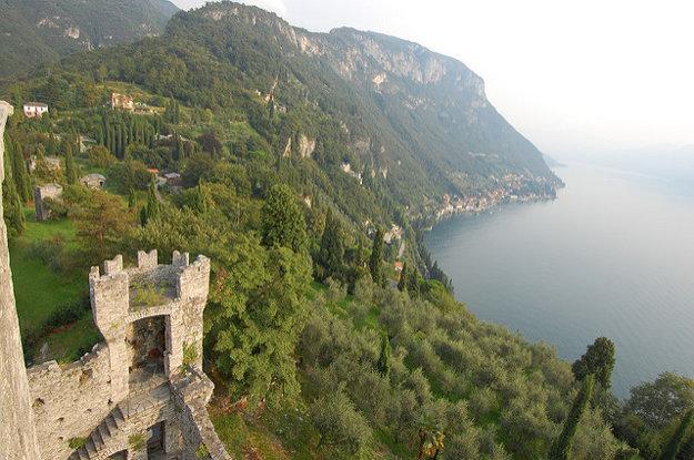 Výhľad z hradu Vezio.