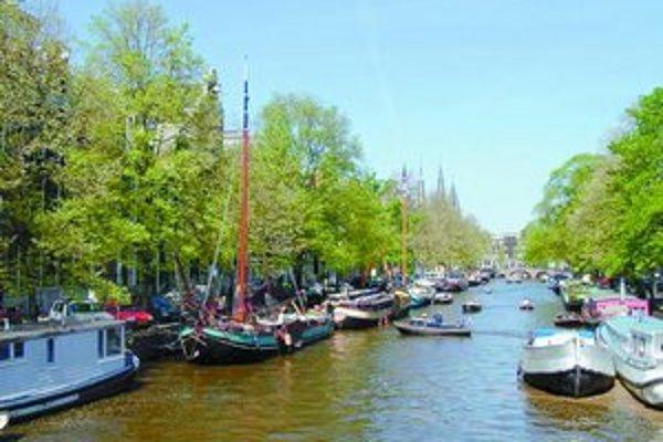 Jeden z noblesných kanálov Amsterdamu – Keizersgracht.