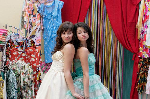 S Demi Lovato v rodinnej snímke Ako chrániť princezné (2009).