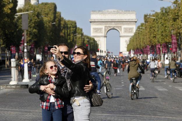 Bude to ideálny čas na robenie si selfie s Víťazným oblúkom.