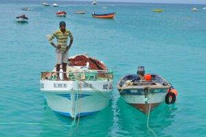 Každé ráno vyrážajú miestni rybári na lov.