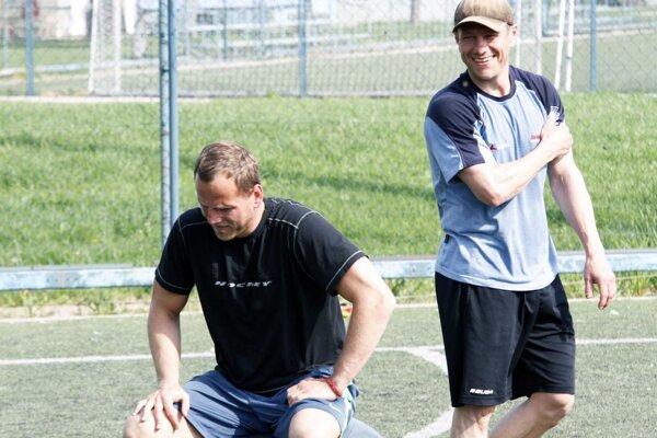 Hlavným trénerom hokejistov HK Nitra bude Andrej Kmeč (vľavo), ktorý dva roky stál po boku Antonína Stavjaňu. Jeho asistentom bude Dušan Milo (vpravo).