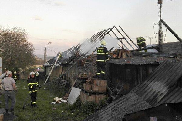 Rozsiahly požiar zničil rodinný dom vPodolí.