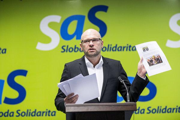 Richard Sulík zostal aj napriek výsledku SaS v parlamentných voľbách pracovať v europarlamente.