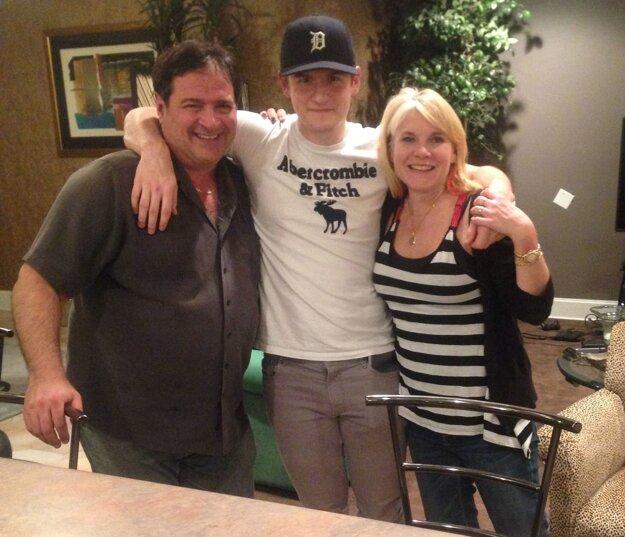 Adrián spoločne s rodinou, u ktorej v USA býval.