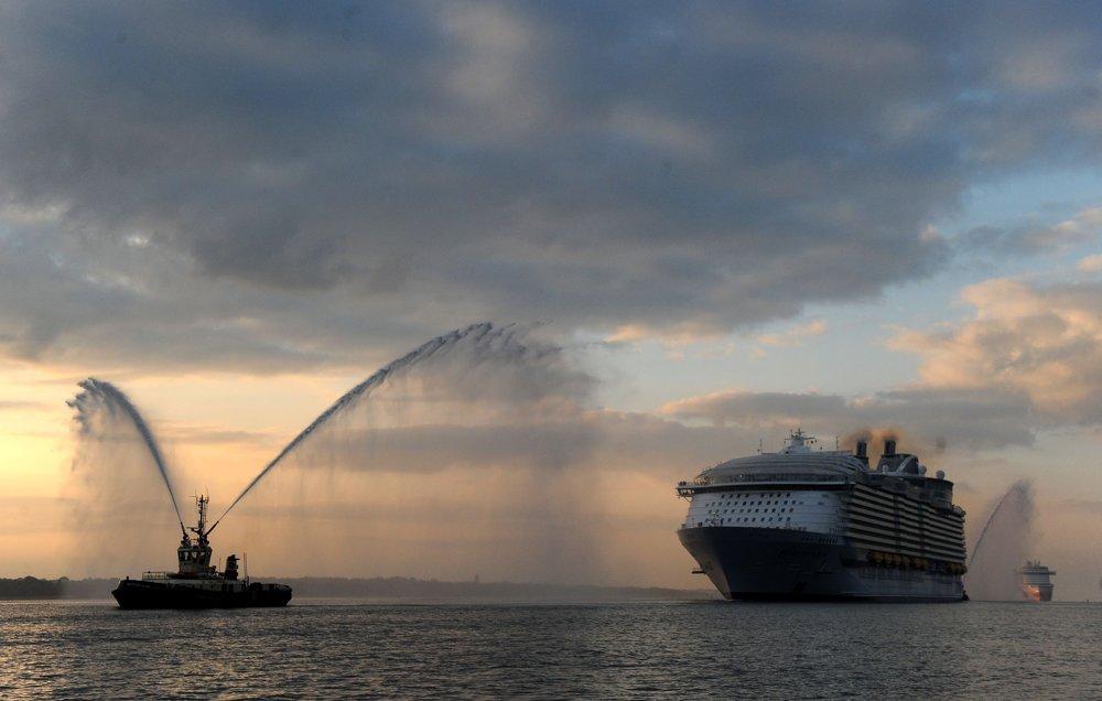 Harmony of the Seas postavili v lodenici v Saint-Nazaire vo Francúzsku.