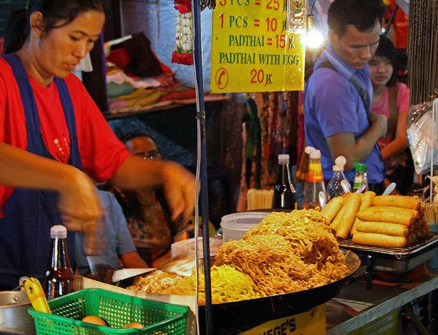 Rezance pad thai sa pripravujú na mnoho spôsobov.