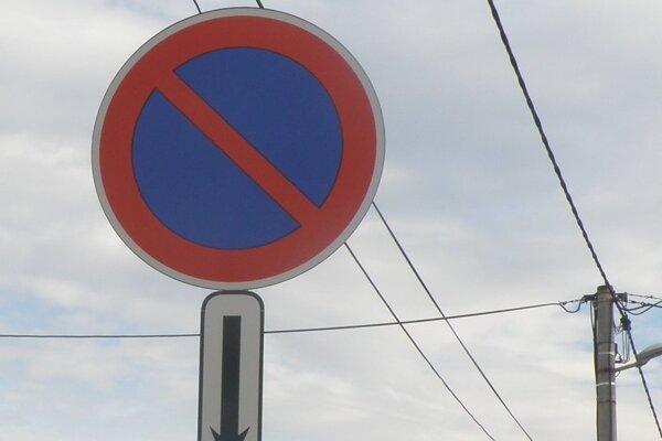 Zákaz státia bude na viacerých miestach v Dolných Vesteniciach.