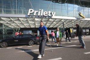 Po prílete do Bratislavy.