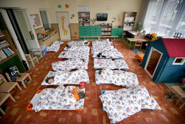 Časť bratislavských škôlkarov zostala tento týždeň doma kvôli anonymným vyhrážkam.