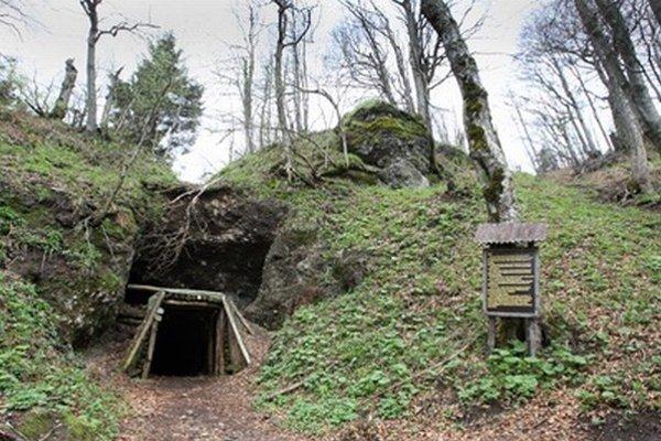 Tunel v horách je po historickej stránke mimoriadne cenný, obnovy sa dodnes nedočkal.