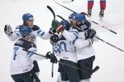 Fínski hokejisti si zahrajú o zlaté medaily.