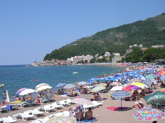 V Čiernej Hore očarí členité pobrežie a krásne koralové útesy.