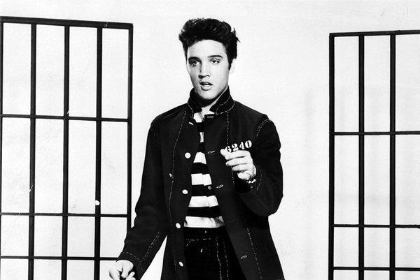 Medzi tým, kedy sa Elvis prvý a posledný raz ocitol na vrchole rebríčka Billboard, ubehlo viac, než dvetisíc týždňov.