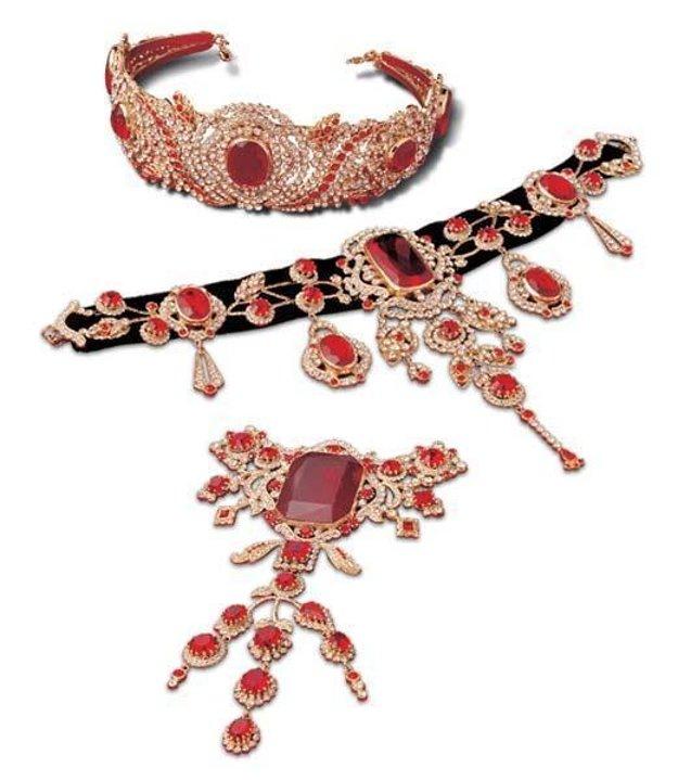 Šperkový set cisárovnej Sissi, vystavovaný v Hofburgu.