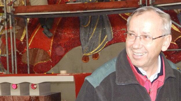 Páter Marko Ivan Rupník je pôvodom Slovinec, žije v Ríme a je svetoznámy výtvarník. Na Živčákovej bude pracovať na oltárnej stene.