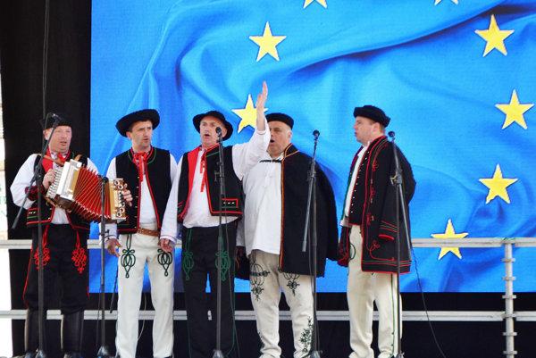 Oravskí starostovia sa prezentovali krojmi, ľudovou hudbou agurmánskymi špecialitami.