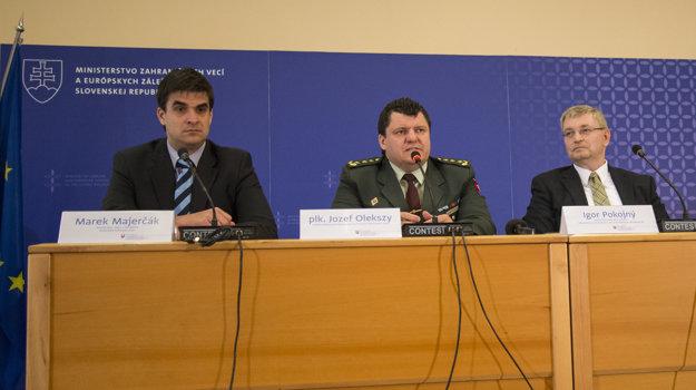 Na pondelňajšej tlačovej besede sa zástupcovia médií dozvedeli, že vo Francúzsku bude aj osmička slovenských mužov zákona.