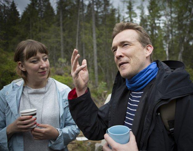 Škótska umelkyňa Katie Patersonová (na fotke vľavo) si tento rok pozvala do nórskeho lesa Davida Mitchella.