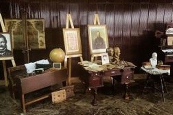 V Divadle J. G. Tajovského sprístupnili tematickú výstavu autentických artefaktov zobdobia života Ľudovíta Štúra.