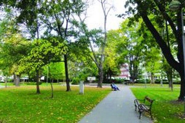 Po pamätníku zostal v Štúrovom parku len podstavec.