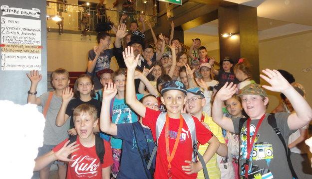 Do divadla prišli aj žiaci zo ZŠ Benkova v Nitre.