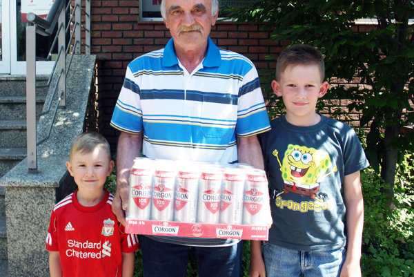 Kartón piva Corgoň od spoločnosti Heineken v 12. kole vyhral Albert Lauro z Čeľadíc. Prišiel aj s vnukmi Samkom a Leom.