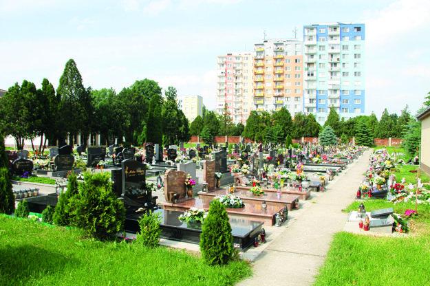 Starý cintorín sa nedá rozšíriť, z každej strany sú činžiaky.