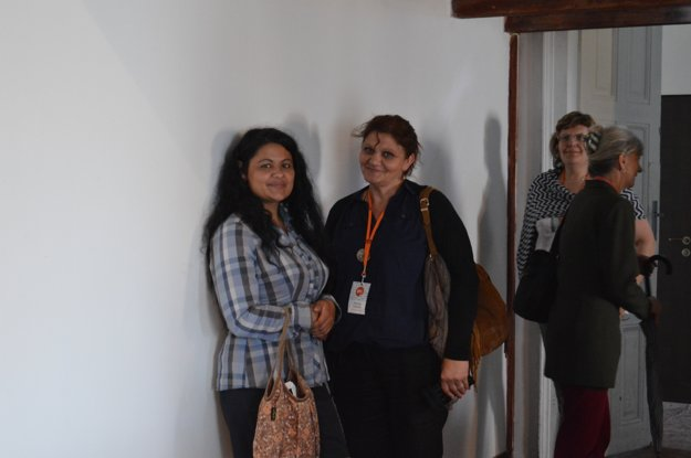 Jarmila Holubová (vľavo) prezentovala projekt Spolu ideme cez bariéry. Na Spiši pracovali na odbúravaní strachu rómskych detí z neznámeho. Citovala obavy chlapčeka: