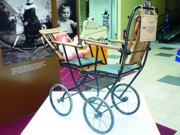 Športový kočík pre dvojičky z roku 1919.