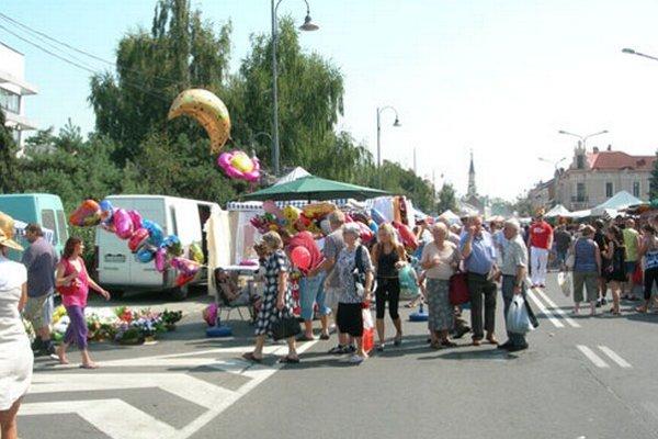 V uliciach Lučenca bude rušno.