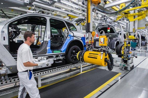Slovenskej ekonomike výrazne pomáhajú automobilky.