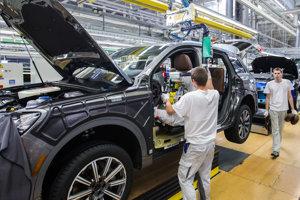 Odborom sa nepáči, že noví zamestnanci v automobilke majú viaceré výhody v porovnaní so staršími zamestnancami.