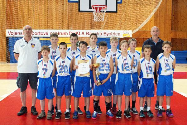 Koniec sezóny pod košmi je pre Nitru úspešný! Na majstrovstvách SR chlapcov do 11 rokov (mladší minižiaci) v Banskej Bystrici triumfoval kolektív BKM SPU Nitra pod vedením trénera Ľubomíra Urbana.