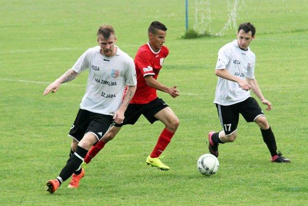 Futbalisti ČFK Nitra vyhrali zposledných 10 kôl iba raz. Vnedeľu nestačili na Veľké Lovce (1:4).