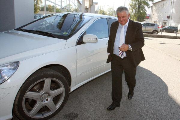 Vodičský preukaz, o ktorý prišiel v Čadci pre jazdu pod vplyvom alkoholu, mu vrátili v máji 2014. Teraz bude naň čakať šesť rokov.