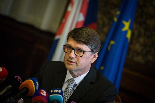 Minister kultúry Marek Maďarič bude uvažovať o demisii, ak neprejde zvýšenie koncesionárskych poplatkov.