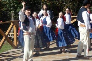 Návštevníkov poteší folklór troch krajín.
