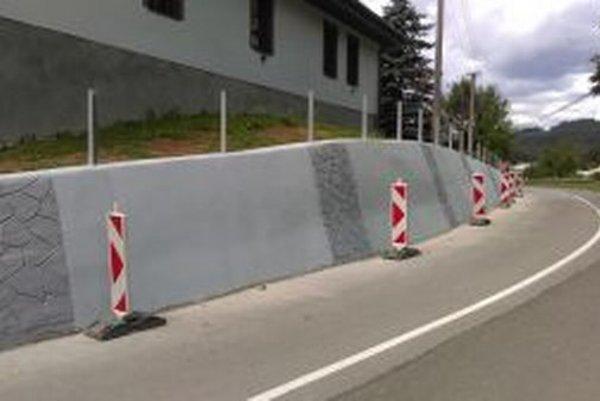 Rekonštrukciou prešiel aj oporný múr v Zákopčí.