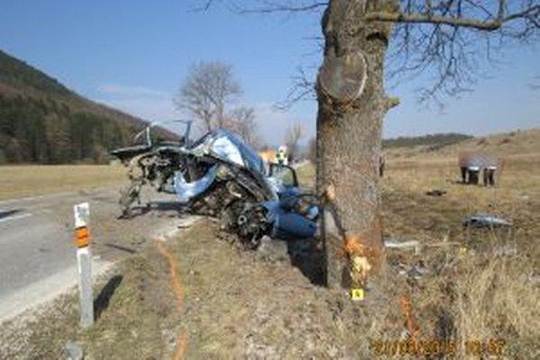 Pri tragickej nehode vyhasol život 28-ročnej vodičky.