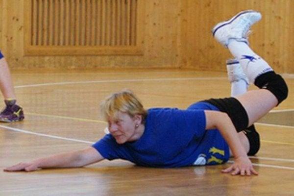 Nahrávačka Danka Pavlíková dokáže pomôcť družstvu aj vpoli.
