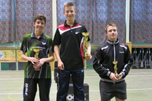 Stupne víťazov, zľava Jakub Zelinka, Daniel Oráč aŠtefan Peko.