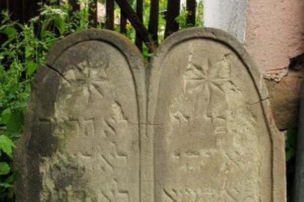 Prítomnosť modlitebne už pripomína len kamenná tabuľa v rohu záhrady.