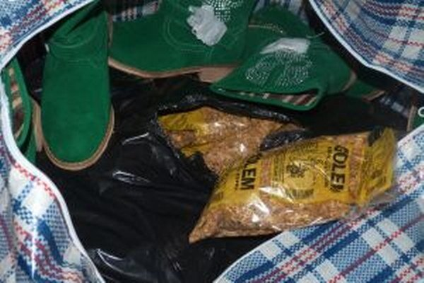 Pri prehliadke medzinárodného spoja colníci s použitím služobného psa našli v batožinovom priestore 290 kusov balení tabaku.