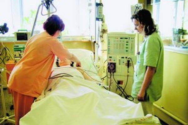 Pacienti vysoko hodnotia najmä starostlivosť a správanie lekárov a sestier.
