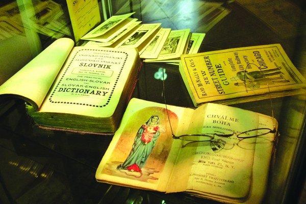 Knihy, ktoré pomáhali našincom prežiť za veľkou mlákou.