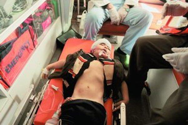Izraelské nálety si vyžiadali vyše 500 mŕtvych Palestínčanov a stovky zranených. Vojna proti hnutiu Hamas, ktoré ostreľuje izraelské mestá raketami, vyvolala protesty  na celom svete (na snímke pod článkom demonštrácia v centre Londýna).