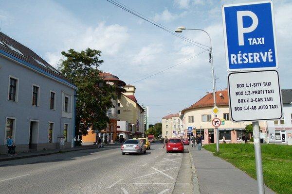 Na prenájom miest pre taxislužby sa bude znova súťažiť.